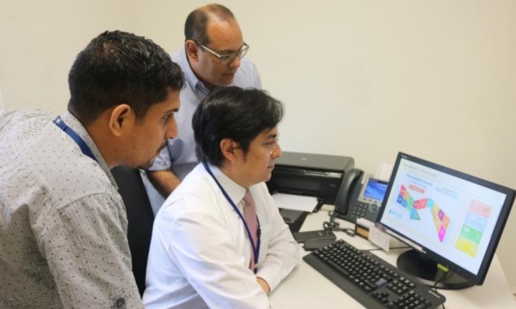 Consultor del PNUD realiza prueba tecnológica de herramienta del SIGOB en Concertación Nacional